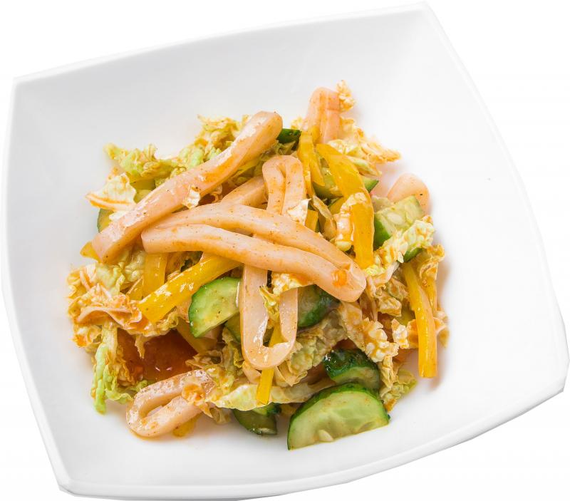 Острый салат с кальмаром